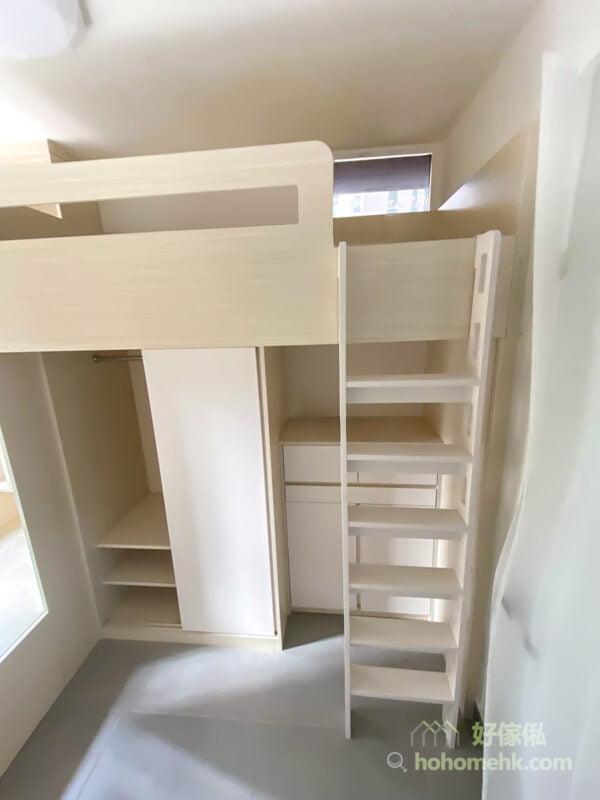 上層床的爬梯安排在最遠離下層床的位置,這樣可以將上落床對下層床的影響降到最低,形成很獨立的休息空間
