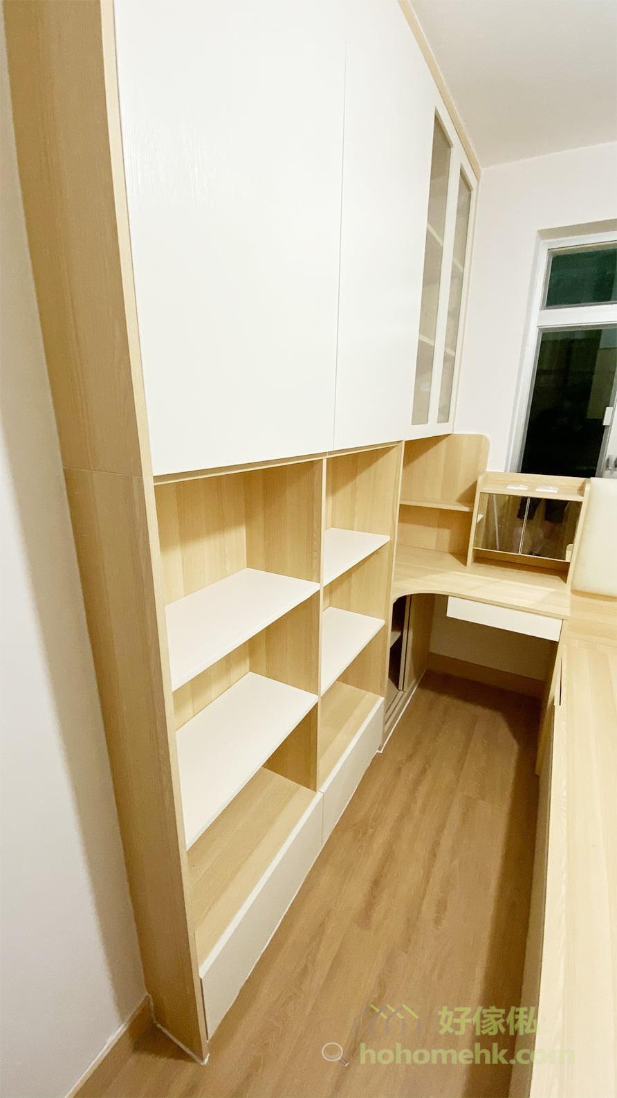 睡房的通道既是上落床的地方,也是使用儲物櫃時的重要通道及擺櫈的位置,最好預留比較寬敞的通道,使用起來會更順通和好行,電腦椅要搬出搬入也更加方便
