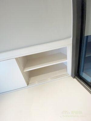 嵌入式的趟門櫃,不會增加閣樓的壓迫感,而又提供了一個儲物的空間給閣樓,即使擺放了床墊和枕頭後,都不會影響使用趟門櫃
