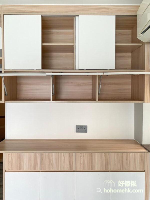 上翻門多同在吊櫃的部門,它可以打開整個空間,又比掩門多了一個優點,就是櫃門位於用家的正前上方,比較不容易撞頭
