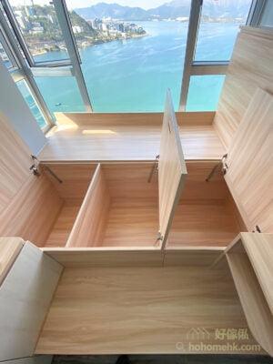 地台床有一半位置是在窗台之上,所以剩下的一半地台就分成三個揭板式地台箱,這個尺寸比較容易打開使用