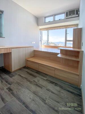 兩層式地台的第一級適合造櫃桶,方便拉開取物,大大的空間也提供了豐富的儲物容量,可作為衣櫃的輔助,擺放日常替換的衣物
