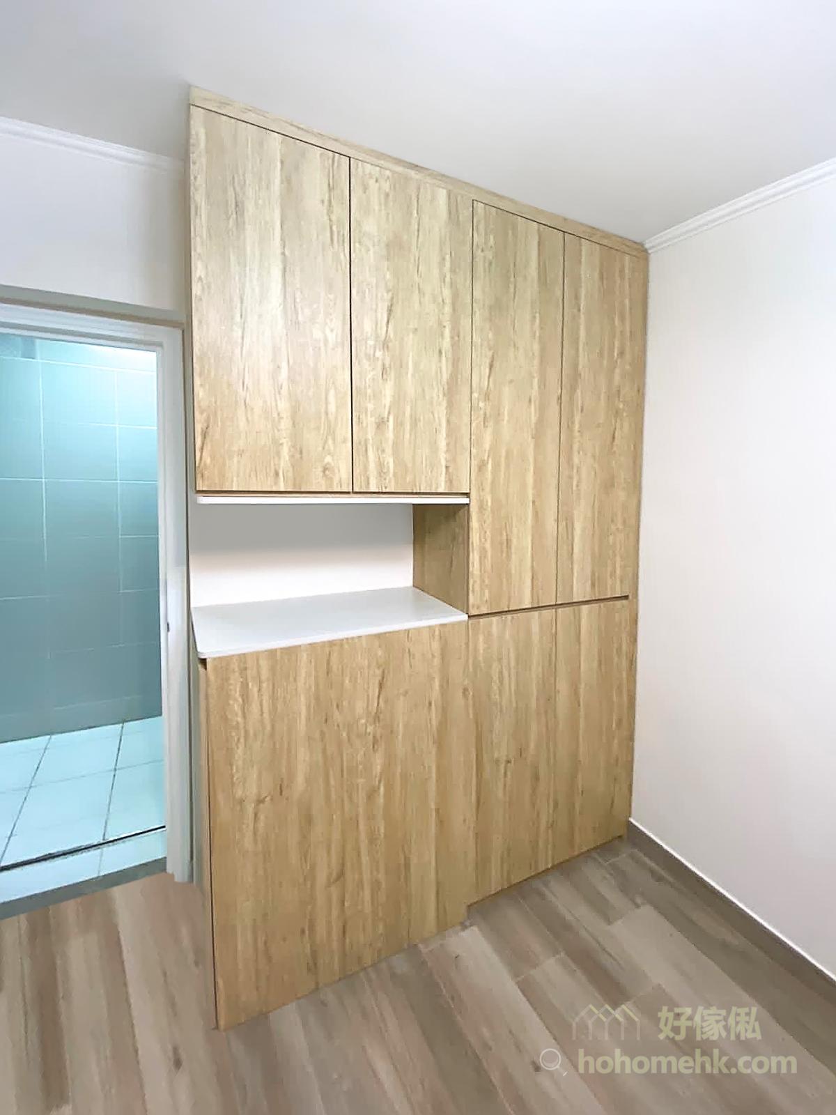 訂造玄關櫃就可以避開地腳線和天花線,收口後櫃身與牆壁之間沒有縫隙,不會藏污納垢,也不會成為蚊蟲的滋生地