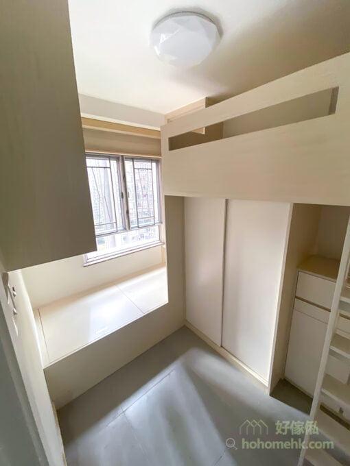 利用L形床的擺位優勢將睡房打造成兩個比較獨立的休息區,為兩人提供更佳的睡眠體驗