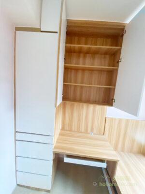 將收納櫃隱藏在櫃門背後,即使擁有再多的藏書,都可讓視覺維持清爽的最佳辦法