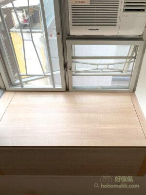 窗台是其中一個令人困擾的空間,可以窗戶高度為標準,只在活動窗戶下的位置造櫃,這樣就不會影響通風效果了