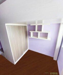 牆身特別訂造了一個特色層架,「品」字形的設計,讓屋主和孩子可以發揮更多創意,擺放飾品和小精品