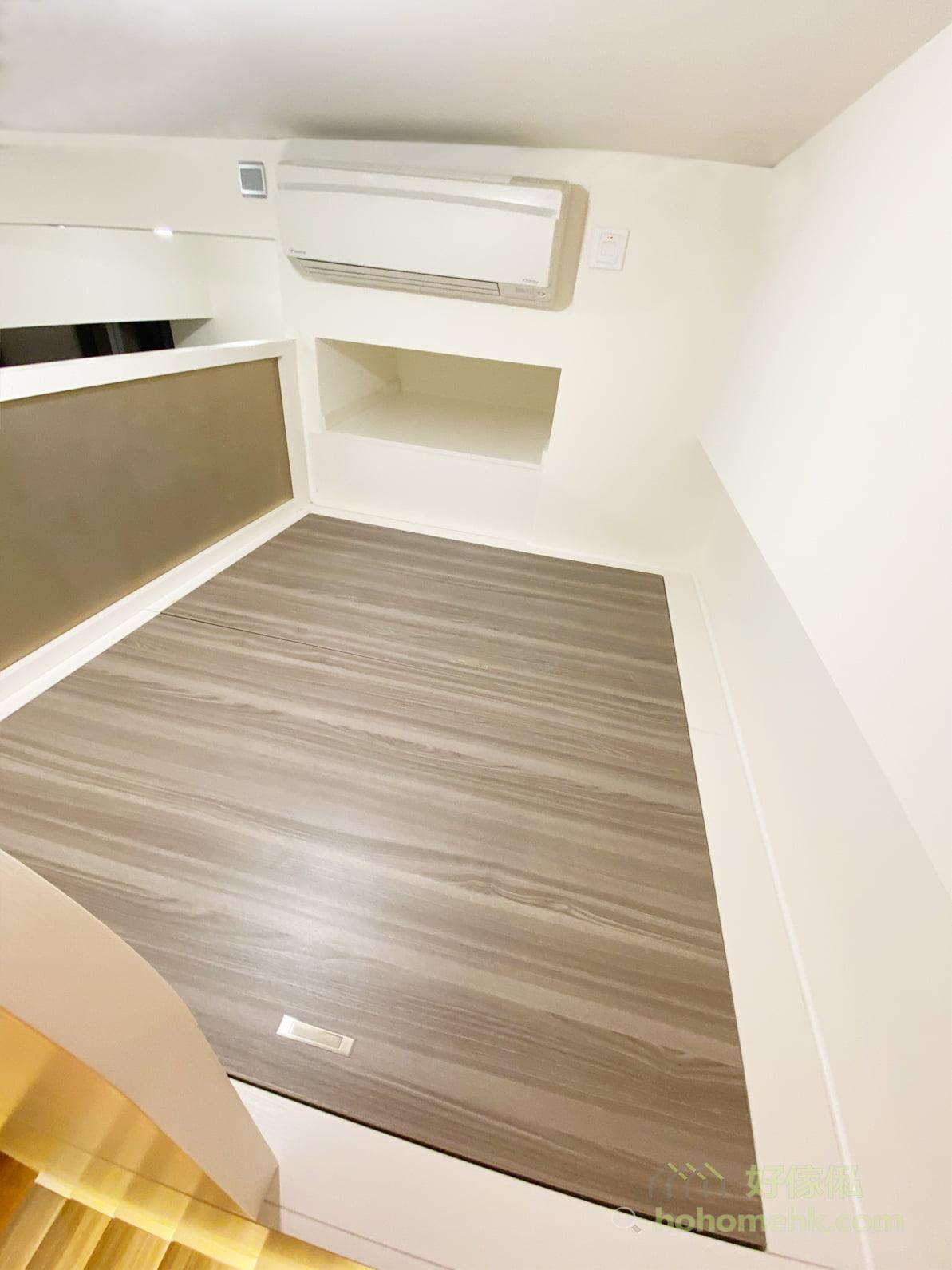 我們的閣樓床採用100%實木細芯夾板,是最實淨的板材,不像纖維板及蔗渣板會受潮、變形,加上閣樓層板用上優質加密的龍骨結構組成,再藏於床板之下,非常穩固,不論是睡在閣樓床上,抑或急步跑上閣樓,都不會感受到晃動,絕對安全可靠