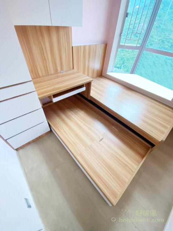 子母床能夠很好地節省空間,基本上一張單人床的空間就可以容納兩張床,隨時變出多一張床使用,不需要的時候又可以收起來,使整個房間看起來整潔而舒適