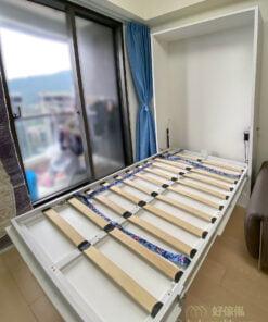 很多家庭都沒有地方長期預留作為客房,但偶爾有客人要留宿時,客廳的變形床就讓客人都可以舒舒服服地住一晚,不用擠在沙發或「打地鋪」了