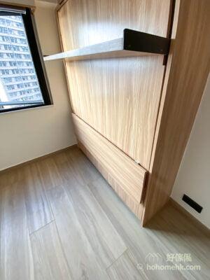 就舒適性來說,變形床不像普通的睡床可以任何時間都能睡一睡,但是以空間利用來看,它是非常成功的