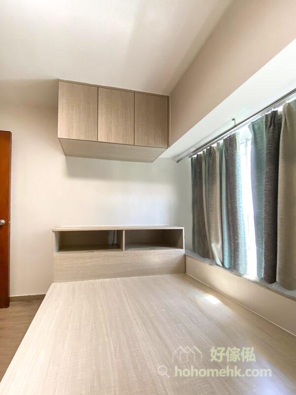 如果窗台位於睡床旁邊,可以將窗台和睡床拉成同一高度,讓窗台空間變成床的一部份,在小空間都可以擁有寬闊的睡眠區域