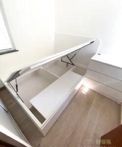 沒有過多的傢俬,保留多一點活動空間有助營造舒服的睡房環境,如此的空間分配也令房間看起來不會有壓迫感