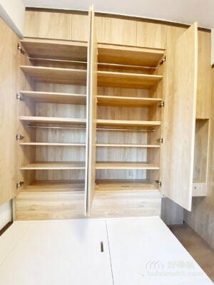 同一色彩或材質的櫃面,有助放大視覺空間,而活動層板的結構也為衣櫃收納增添彈性和靈活度
