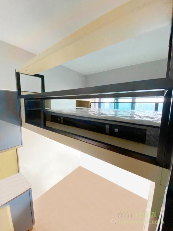 樓底夠高做閣樓,不只可以把閣樓當作睡眠休息的地方,更可以加張小書枱,讓閣樓有擺放手提電腦和工作的空間