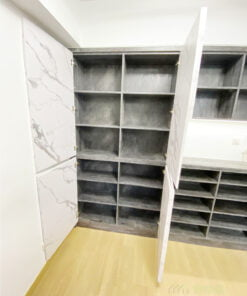我們的訂造傢俬都可以提供活動層板給屋主自行調節格層的高度,如果需要擺放很大型的物品,甚至可以將層板拿走,使儲物空間的靈活性更加大
