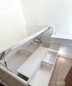 油壓床外側都做了兩個櫃桶方便收納日常衣物,同樣易開易關易收納。睡房的收納越就手,保持空間整潔就越容易,自然睡房環境也會越舒適
