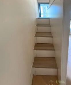 在狹小的空間中,需要盡量爭取收納空間又不能影響空間的視覺大小,樓梯櫃是個不容錯失的收納空間