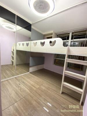 睡房的空間不大,運用大片式鏡面做衣櫃櫃門,可營造更具空間感的視覺效果,更充當可以兩人一起使用的試身鏡,一舉兩得
