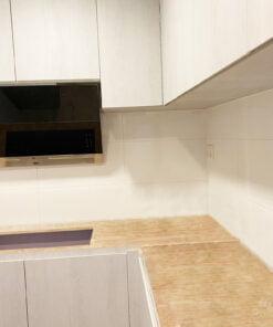 廚櫃的吊櫃和地櫃部份用同一個顏色,廚房就能保持整體的和諧性,不會有空間被割裂開的感覺