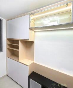 運用淺色木紋的清爽明亮,搭配窗外的自然光灑落,就是舒適的北歐設計特色。最簡單的方式就是在電視櫃加入淺木色,讓自然感受帶入室內體現北歐美學