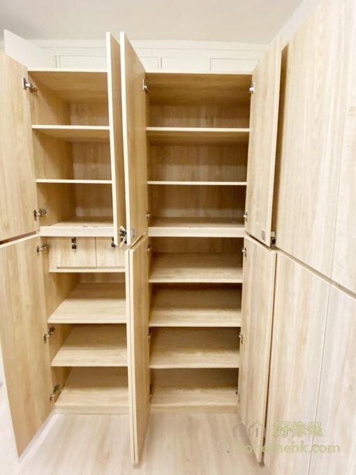 有部份櫃門及櫃桶有鎖,可用來收納貴重的物品,也可把藥物、利器、工具鎖起來,避免家中小孩誤用