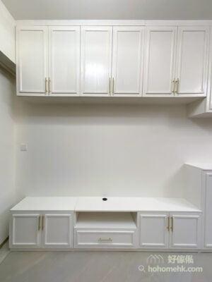 以簡約、俐落的線條,建構出儲物櫃不同的部份,選用造型簡單但具有設計感的櫃門,如選用百葉門或者簡單線條的吸塑門,呈現簡約但高質感的特色