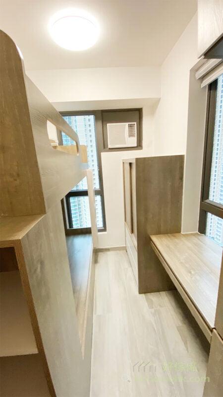 訂造睡房傢俬時可安排半高衣櫃放在冷氣下方,櫃身便不會阻擋冷氣出風口了