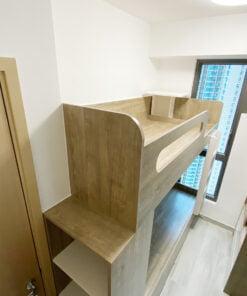 開放式格櫃櫃頂的高度適合用來擺放東西的高度,避免一進房就有高櫃造成的壓迫感
