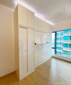 不到頂的櫃身,讓裝在櫃頂的燈帶可以在櫃頂滲出柔和的光線營造出溫馨感