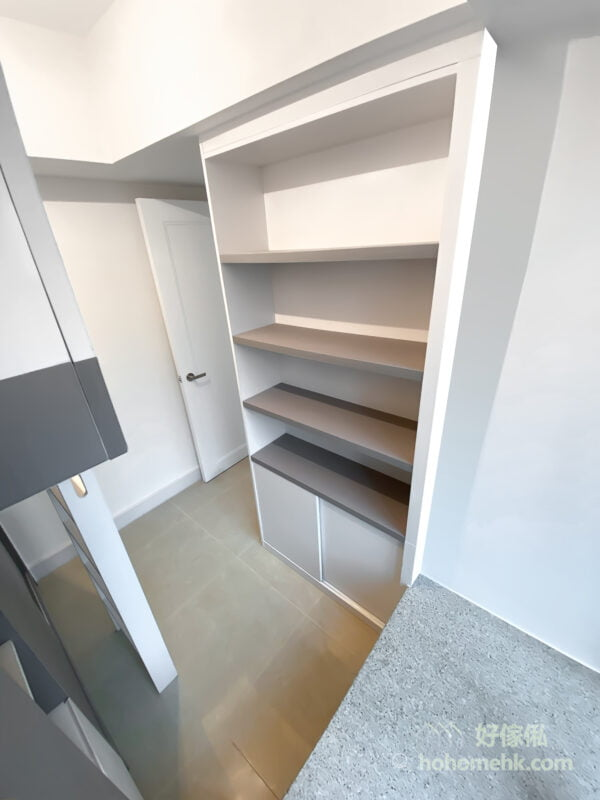 乾淨、簡單的灰白中性色調很適合用作空間佈局,讓屋主可以自由搭配各種家品及飾品,整體感覺不會衝突、雜亂,視覺上也輕盈許多
