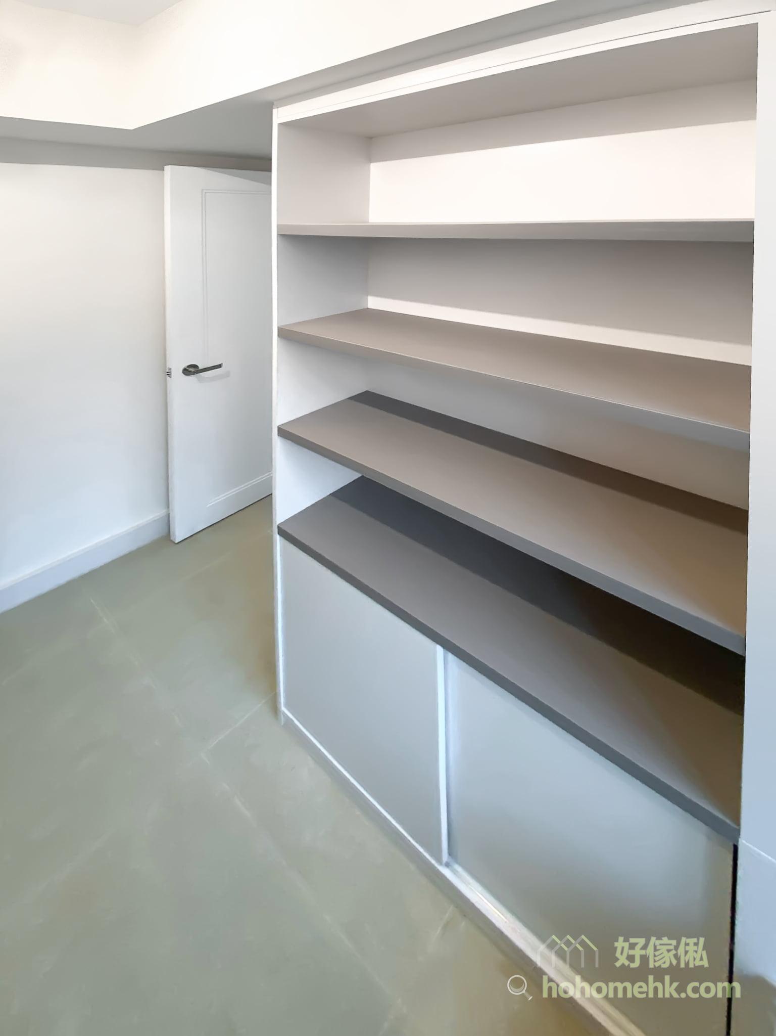 灰白的現代感傢俬,藉著自然光線的照射,反映出灰白獨有的和諧特質,恰到好處地營造出寬敞與舒適的氛圍,而灰白拼色更可為視覺添加了立體感