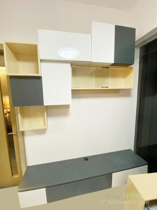 不同深度的格櫃能夠配合不同收納需要,開放式與隱蔽式收納兼備,可以將雜亂的東西收在櫃門後,將漂亮的飾品展示出來