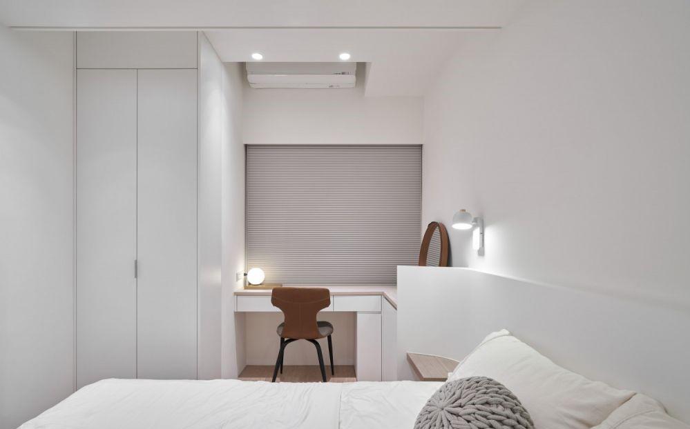 白色沒有彩色系的強烈視覺衝擊,卻有不動聲色的舒適與自然,是永不過時的經典配色,也非常常見於簡約現代風格的裝潢