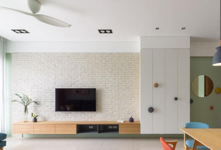 將沙發背牆或是電視牆面鋪上白色文化石,不僅讓崇尚白色的北歐空間不顯得死白,也能增添視覺層次