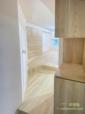 兩層式的全屋地台設計,可以提供超大量的儲物空間,再多雜物也不怕不夠地方存放