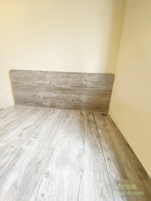 房內的傢俬用單一色彩鋪陳,能讓空間顯得整齊劃一,視覺上自然放大