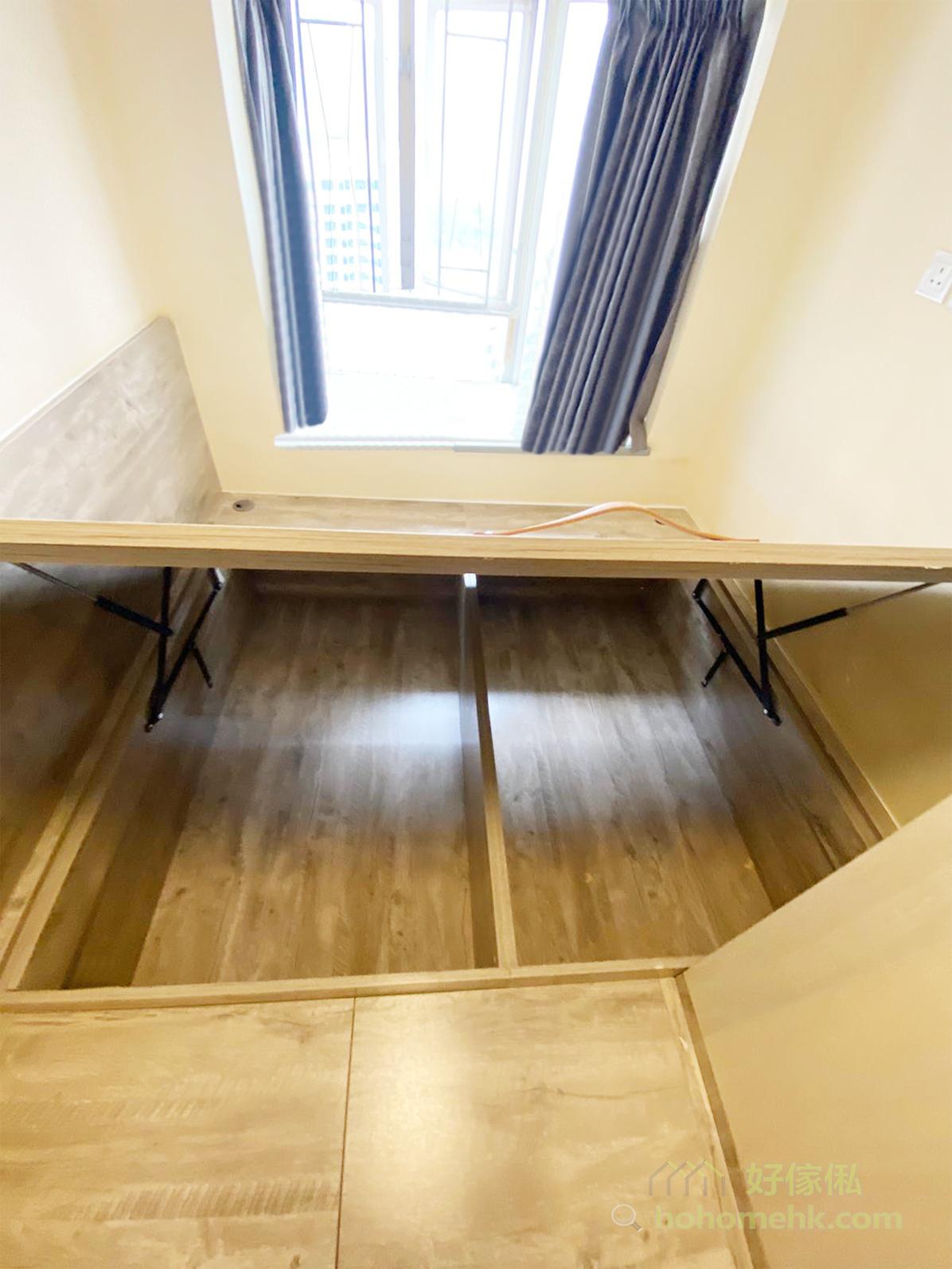 多功能傢俬可以節省空間,最具代表性的一定是地台床,既是地台又是床,將收納和睡眠的空間重疊在一起,空間像大了一倍