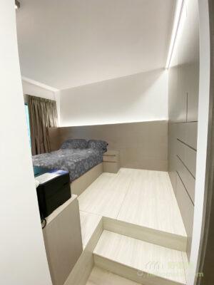 地台借助升高了的空間創造龐大的儲物量,讓房間不會陷於雜亂