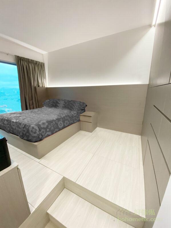 床頭板由地台床一直伸延到衣櫃邊,成為睡房的特色牆