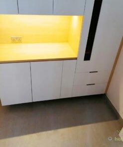 C字櫃中間的中空位置,提供了大大的置物平台給屋主使用,擺放日常用品和小家電都綽綽有餘,非常實用