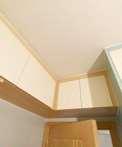 門頂吊櫃可以為睡房爭取到更多的儲物空間,同時不會影響通道的出入和房門的開關