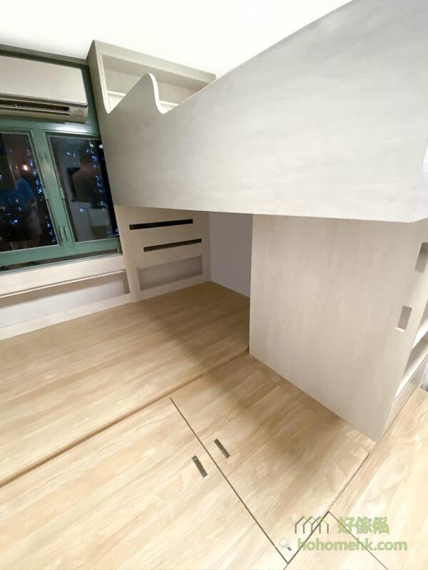 床架或上格床的圍欄如果真的無可避免會遮擋到窗戶,可採用部份鏤空的設計,盡量讓光線照射到室內,增加空間感,同時達至通風的效果