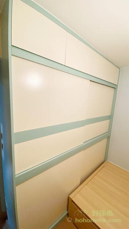 全房以雙主色調訂造傢俬,粉綠配搭淺木色,再加上大範圍的米白色,展現兩個人的風格