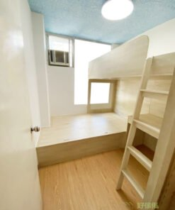 睡房其中一面牆的牆身有柱而造成不平整,通常雙層床的長邊都會避免那面牆,可以不規則的床尾或儲物櫃將不平整的牆身拉平