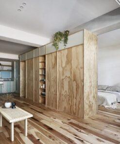 近年流行的簡約風、無印風,將色系、式樣的變化簡化到最少,即使用滿滿的櫃體來滿足小空間的收納需求,也能達到不壓迫、寬敞的作用