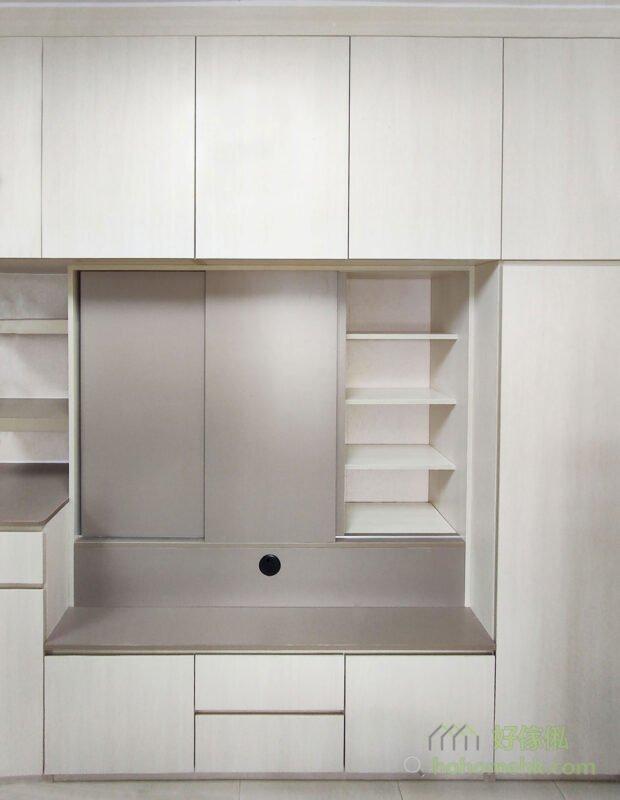 客廳電視櫃/儲物櫃,電視櫃採用高櫃形式,創造出龐大的儲物空間,集中客廳收納,自然可以減少客廳儲物櫃的數量,留出更多活動空間