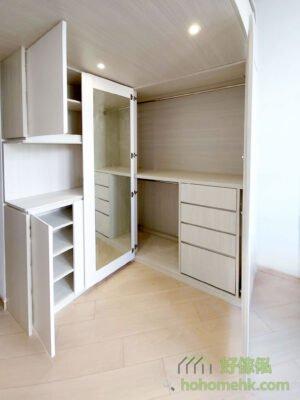 客廳閣樓/閣樓床/樓梯櫃,雖然做了閣樓後,下層儲物櫃的高度會被壓縮,但用來放C字櫃、鞋櫃和衣櫃亦可儲存很多東西和雜物的,對開放式空間來說尤其重要