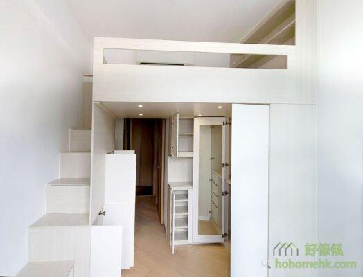 客廳閣樓/閣樓床/樓梯櫃,如果客廳空間夠長,閣樓可以盡量遠離窗邊,避免遮擋採光,就能使整個空間顯得更寬敞