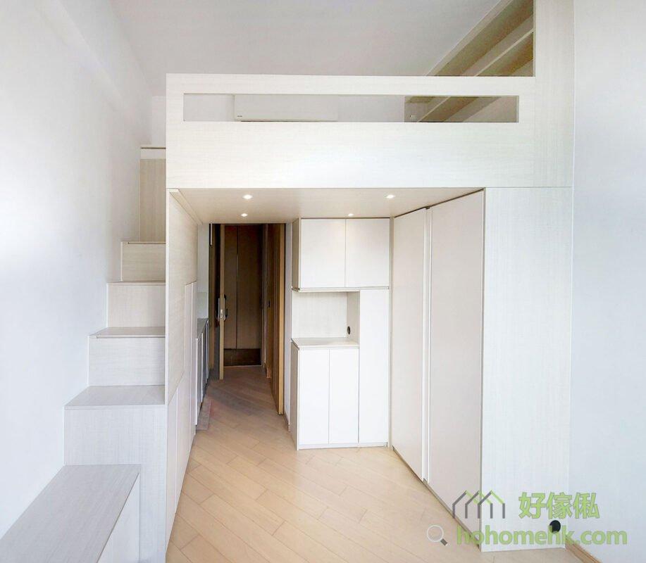客廳閣樓/閣樓床/樓梯櫃,樓梯不僅是串連地面活動空間和閣樓的連接,更可以結合牆面或儲物櫃做收納設計,使原本看似尷尬的樓梯空間變得實用